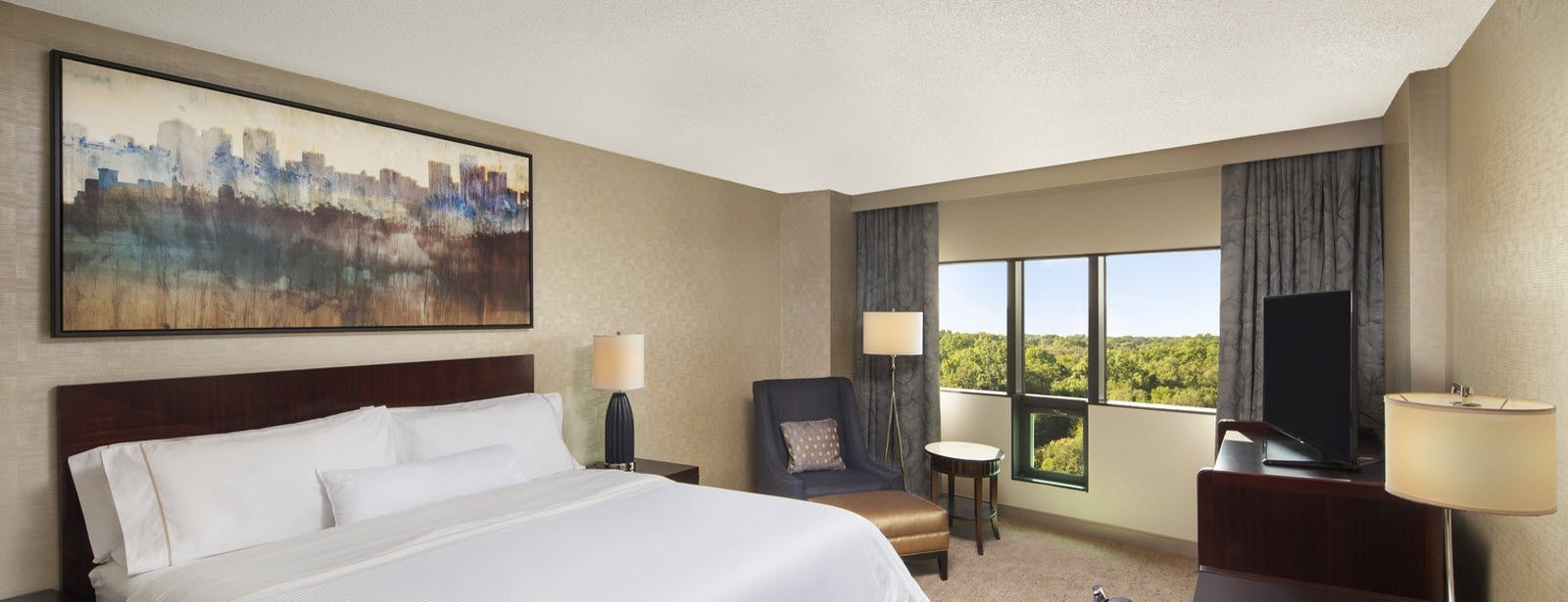 Executive King Bed Guest Room | The Westin Southfield Detroit